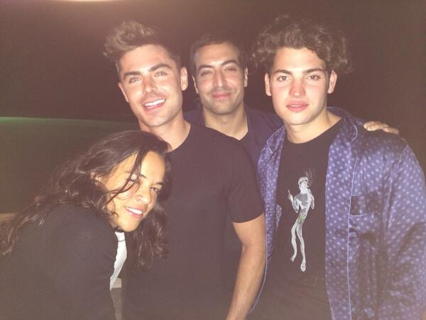 Nothing beats celebrating my birthday with my best friends my family love you @zacefron @petermbrant  @mrodofficial http://t.co/6DeNVA4qAs