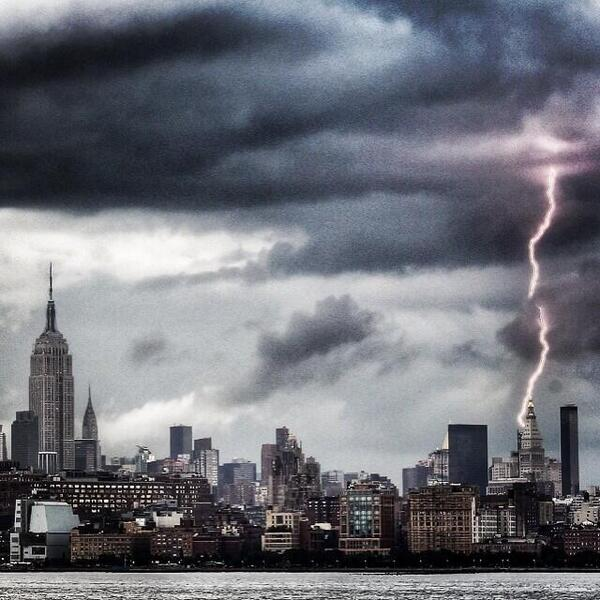 Unbelievable picture from instagram user besoloman, showing a cloud to ground lightning strike in NYC this evening! http://t.co/UDlYGYB5I9