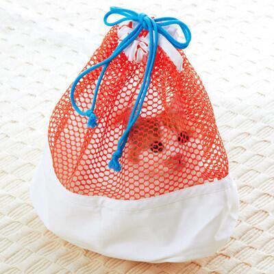 獣医から「洗濯用ネットに猫を入れて病院に来てください」と言われることが多いかと思いますが…これは底も安定してるし良いかも⇒猫を入れるためのメッシュつき巾着袋が話題に-診察時に最適! news.mynavi.jp/news/2014/07/0… pic.twitter.com/2orG5AUDgw