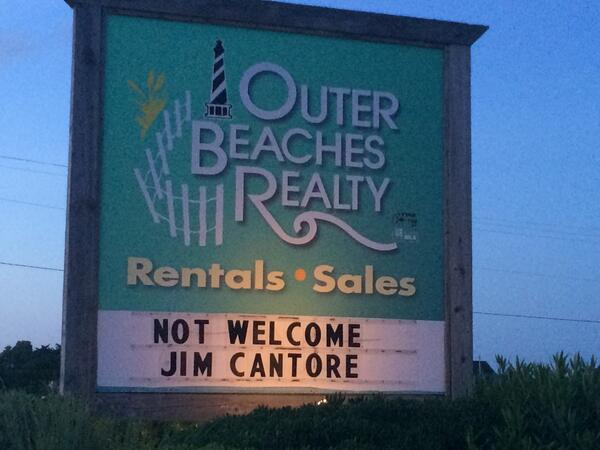 Feeling the love tonight in the Outer Banks. #Arthur #OBX #OBX2014 #obxwx http://t.co/rvvgu5ceaa