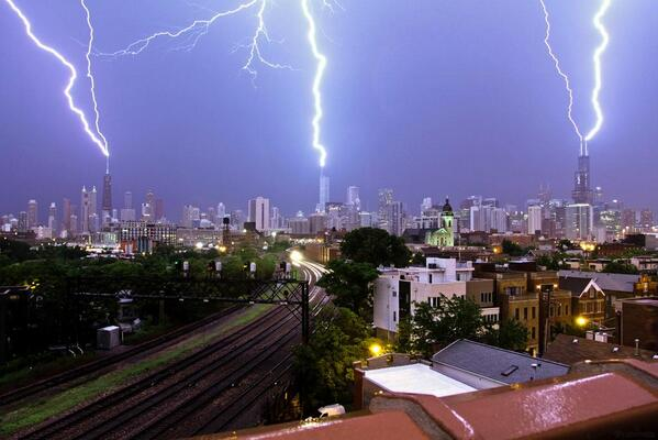 Lightning hit the 3 tallest buildings(all at once) in #Chicago yesterday and Craig caught it in his lens. http://t.co/89U2bB0UZg