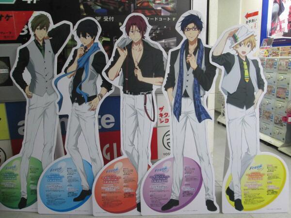 【Free!】イケメン大集合!京都店にFreeキャラクターが大集合どすえ。ベストVer.の彼らにぜひ会いに来ておくれやす~。「Free!-Eternal Summer-」のDVD&BDの予約も受付中♪こちらもよろしくどすえ。 http://t.co/aFpcX8jXMv