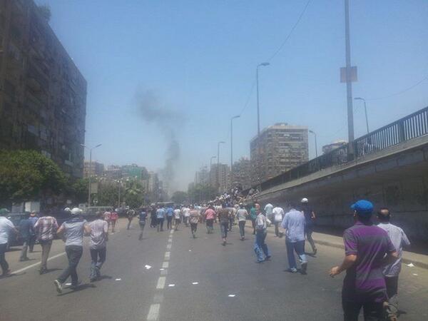 """""""@Wasalny: RT @morormasr: الاشتباكات في جامعة الدول ألان  #Cairotraffic #Wasalny http://t.co/NYjbh1Kz9Y"""""""