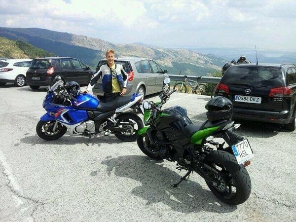Ayer le robaron la moto a un compañero en la puerta de MotorPress. Os paso una foto. Por favor RT http://t.co/2E9RxdP9zK