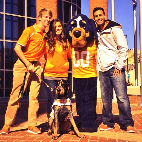 #tbt Hanging out at the @Vol_Football complex with @UTSmokey_00 & #Smokey. Good Dogs! #VolNation #RoadTripApproved http://t.co/ETuzpq3EXS