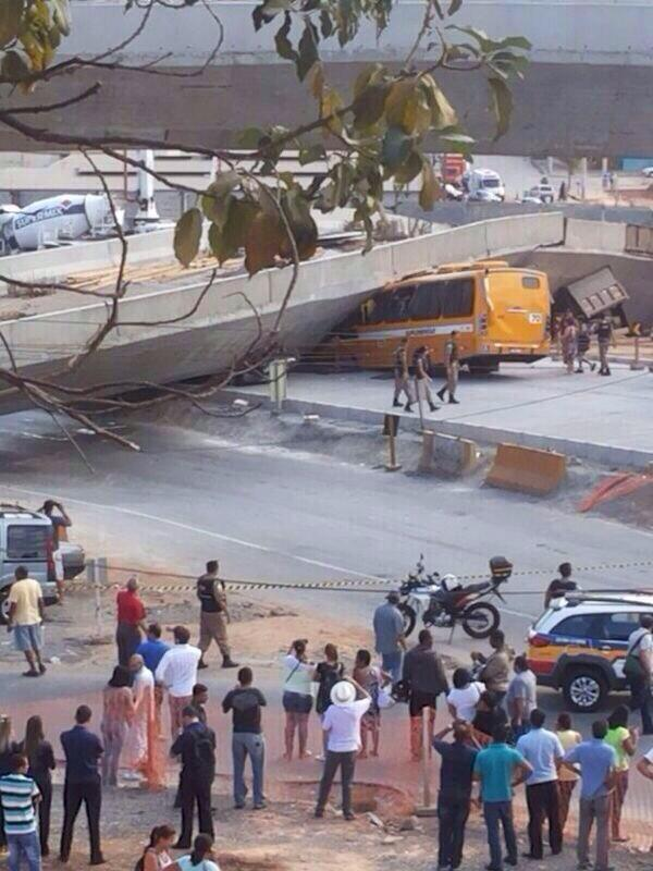 Flyover has collapsed in World Cup host city Belo Horizonte, local reports of at least 2 fatalities http://t.co/okttIsXdAA