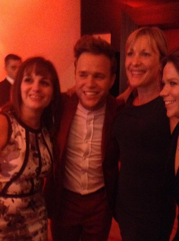 "Olly Murs moved by fans after winning ""most played artist on commercial radio"" #arqivas http://t.co/Ut9stvGk3H"