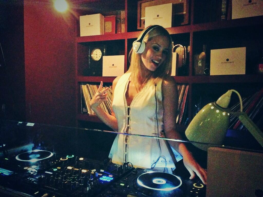 Happy 3 year anniversary @GlossyboxUK #glossy3years thanks for having me DJ!! http://t.co/MKcDFohCRk