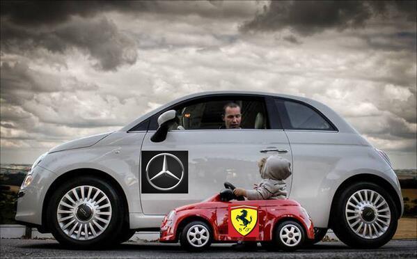 #HumorF1 Ferrari contra Mercedes - Descripción gráfica - http://t.co/i4vvgPExQC