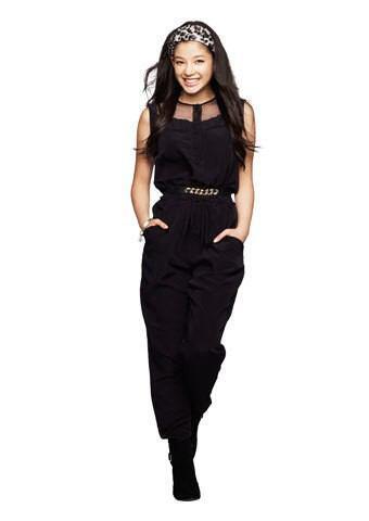 黒いドレス姿の石井杏奈