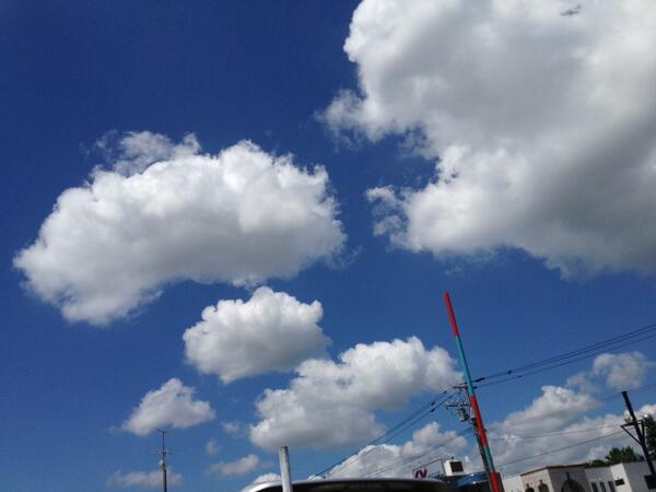 いい天気。 ぷかぷか浮いてるね。 (^^) #イマソラ #sora04 http://t.co/J0RWV9BCIQ