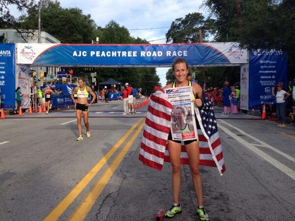 Here's your women's elite winner Amy Hastings! Her unofficial time was 32:18. http://t.co/lnRrmg8b3P