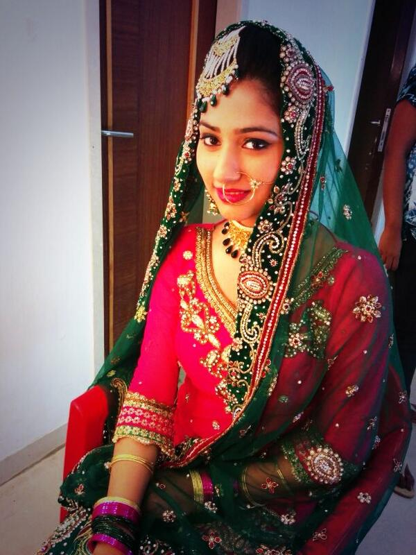 Disha parmar wedding dress