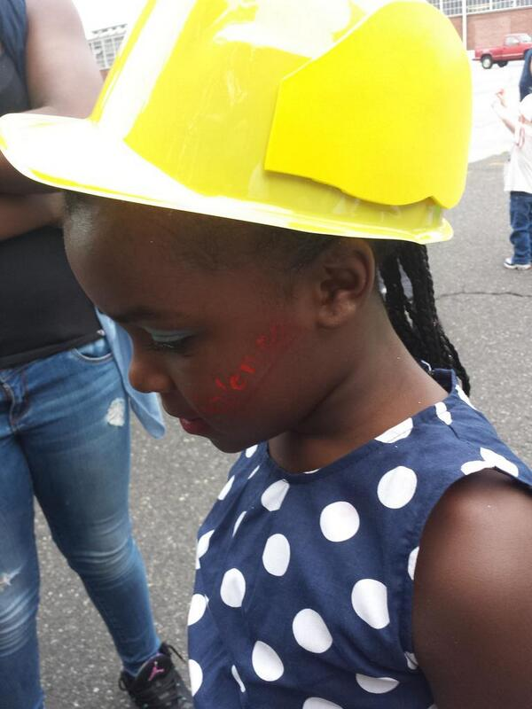 Sporting a #Mercury selfie hat & #stoptheviolence face painting at #PottstownParade http://t.co/i2Y13A1m5A