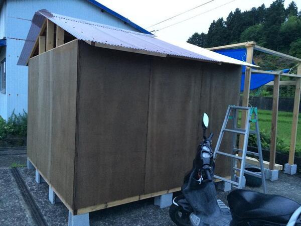 一日じゃ終わらんやった。明日の午前中には屋根仕上げたいなー http://t.co/3AaXljZUdf