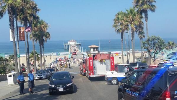 Manhattan Beach Shark attacked distance swimmer. surfers rushed help, beat back other sharks. @mb90266 http://t.co/IynalR6ij8