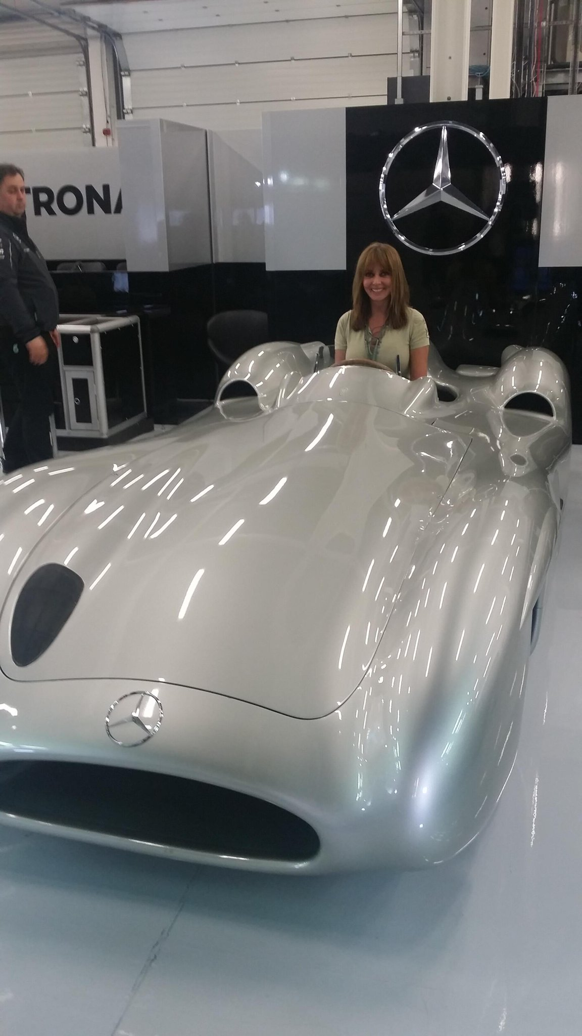 Oh yes,, Fangio's car, the first Mercedes ever won a GP in. Driven by Lady Penelope Vorders? X http://t.co/hZQWiLAYQy