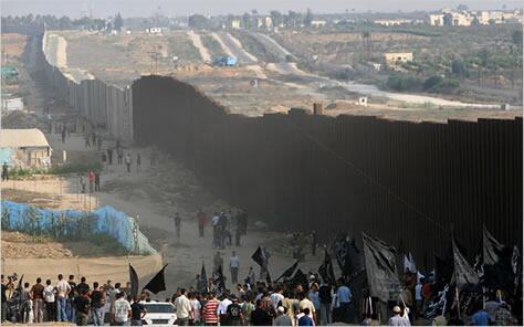 Gazze-Mısır sınırındaki utanç duvarı. http://t.co/1IVkpZTzQo