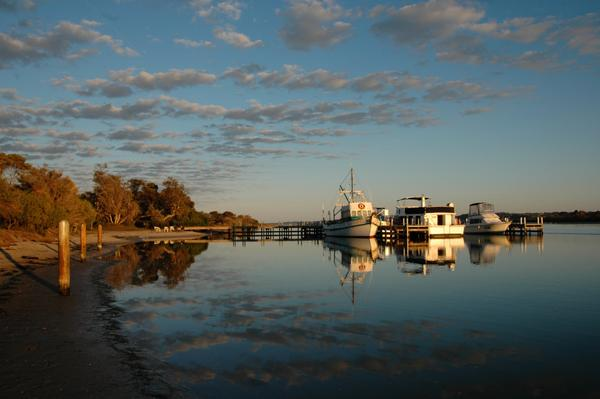 @visitgippsland #sunrise at the #barrierlanding #gippslandlakes, what a beautiful morning :) #visitgippsland http://t.co/8xToxrB5Ut