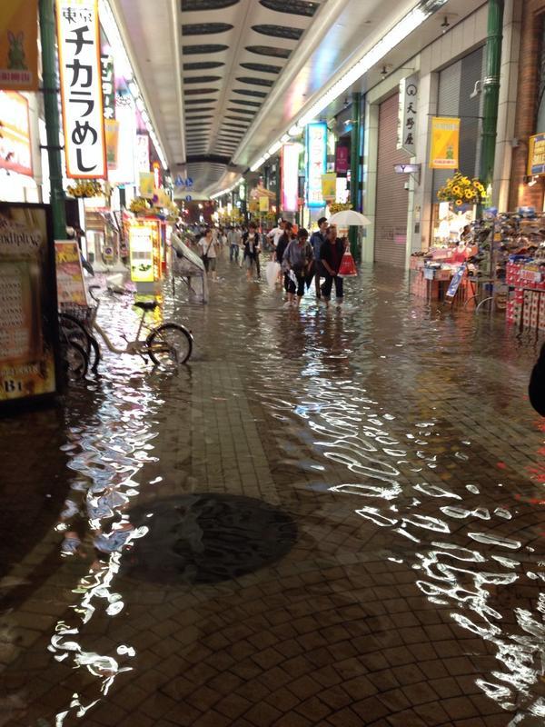 川崎銀柳街が地底湖がごとく。 pic.twitter.com/V74fVUkW4i