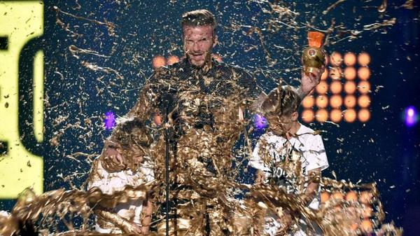 David Beckham and his sons were drenched with gold slime at a Nickelodeon awards show [Pictures & Video]