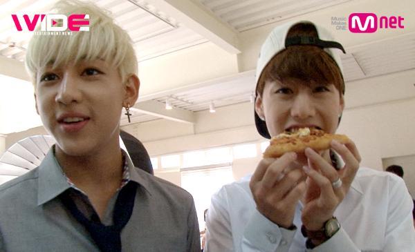 [#와이드연예뉴스] 7/21 (월) 5시 #Mnet / #GOT7 의 설레는 광고 촬영장 대공개! (피자 광고 아님) 마치 방언 터진 듯 최상의 컨디션을 보여준 마크.... 너는 love♥ http://t.co/U9UK09lySi