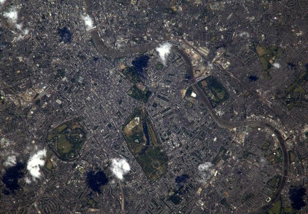 A crystal clear day over #London. Soon British @esa astronaut @astro_timpeake will enjoy this view! #Principia http://t.co/22x4fTu2Hs