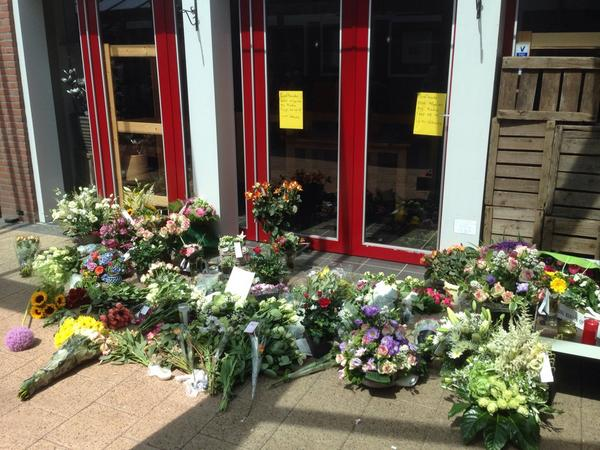Flower shop in Holland. Both owners were killed over Ukraine. Now the flowers are for them: http://t.co/WbdFyvN0I5