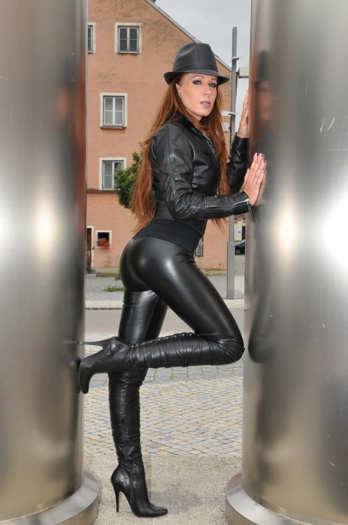 Shiny leggings anal