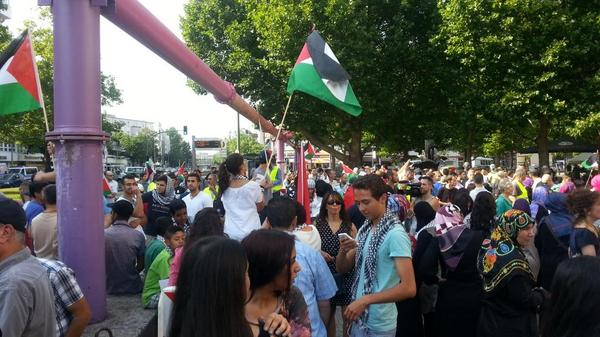 People beginning to gather at Adenauerplatz for march in solidarity with #Gaza. #Berlin #GazaUnderAttack http://t.co/LEaxi63hFO