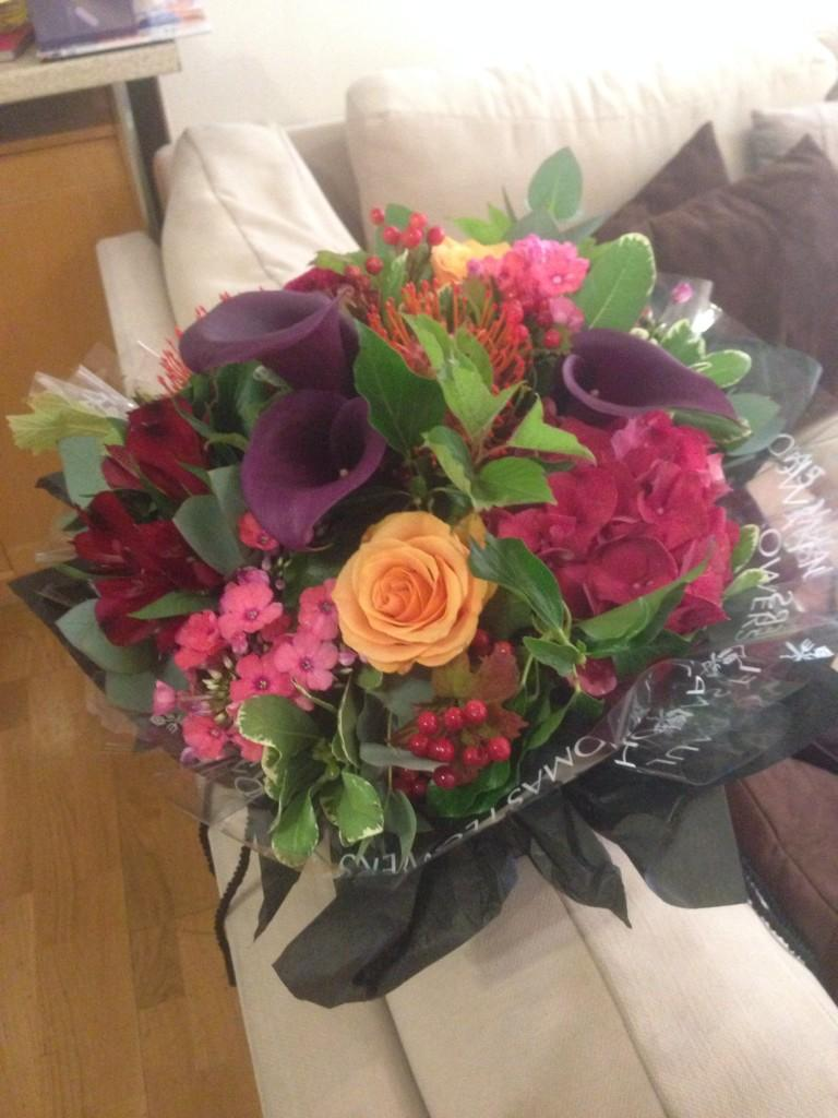 Thank you @ROKSTONEent for my beautiful flowers and thank you for coming 2 the show ! Love you guys xx http://t.co/Wm1frnJsJS