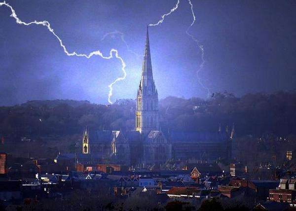 Salisbury Cathedral surrounded by lightning - Jack Pasco @bbcweather @BBCWiltshire http://t.co/ElnVHDYjLq