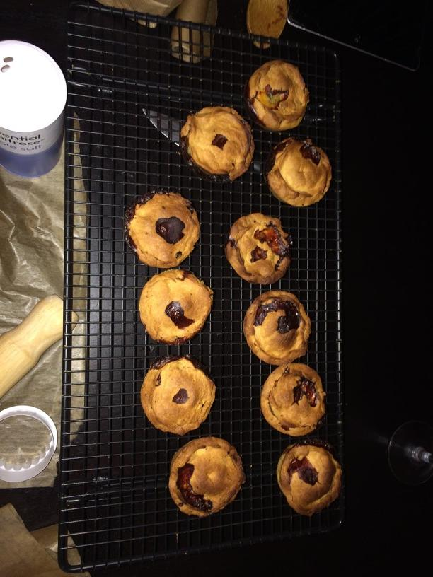 Oh my actual! Pork pies! I done maded pork pies! http://t.co/CQ2YVBmr4s