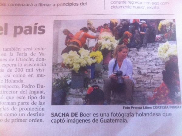 Leuk, @SachadeBoer heeft fotorapportage gemaakt in Guatemala! Hier zit ze op de trap bij kerkje Chichicastenango. http://t.co/EhvnNurf6K