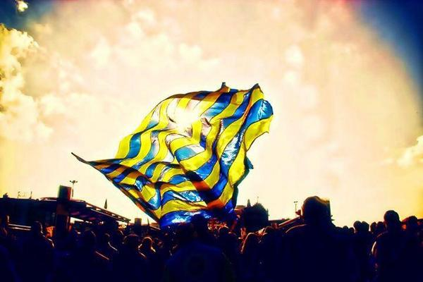 Dünya Fenerbahçe'liler günümüz kutlu olsun... http://t.co/RgykjhHhvj