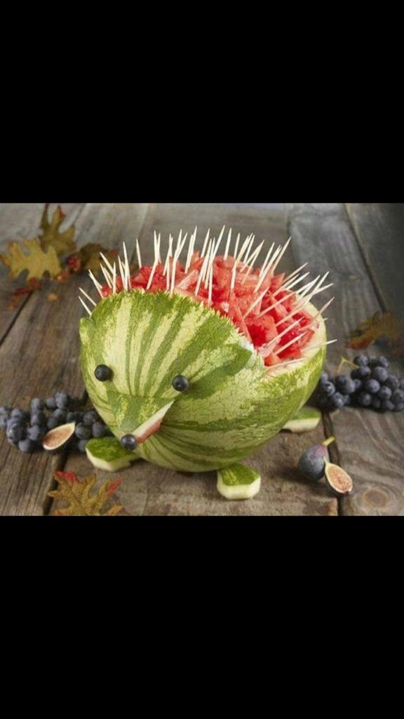 Nothing says summer like a watermelon porcupine! I gonna have to steal that idea;) http://t.co/OR9Q5eDbRi