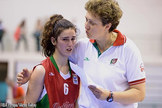 Incredible drama with Portugal losing by 1 pt to the Czech Rep, while Bernardeco thought she won it #FIBAEuropeU18 http://t.co/MONk3pA5P1