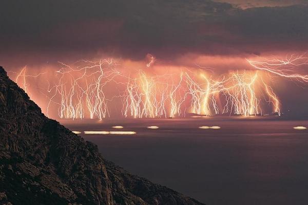 This happened last night on the south coast of England. Incredible #thunderandlightning http://t.co/PFFHYAtkUQ
