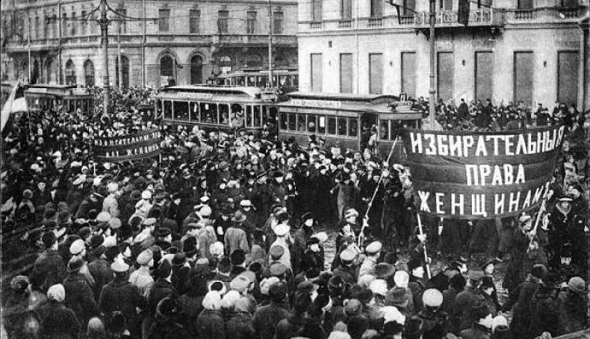 the russian revolution in march 1917 The march revolution, more commonly referred to as the russian revolution of 1917, was the result of discontent over low wages and high taxes brought on by previous russian war involvement.