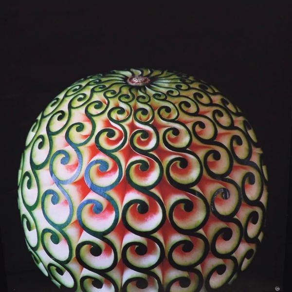 超絶テクニックの西瓜の皮 #うずまきハンティング pic.twitter.com/mSnXtQCbNG