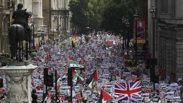 Thousands march through London over Gaza crisis http://t.co/kC78C7ouHf http://t.co/0Z3GiMiN4E