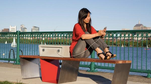 Boston Testing Solar-Powered Benches That Charge Smartphones http://t.co/P9ZUCTDV4a http://t.co/vv7x973alS