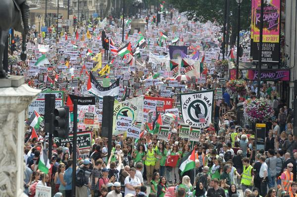There is a HUGE #protest going in #London right now #Gaza #Palestine #Israel http://t.co/3mUQzxX7Ev http://t.co/bHCOADipNB