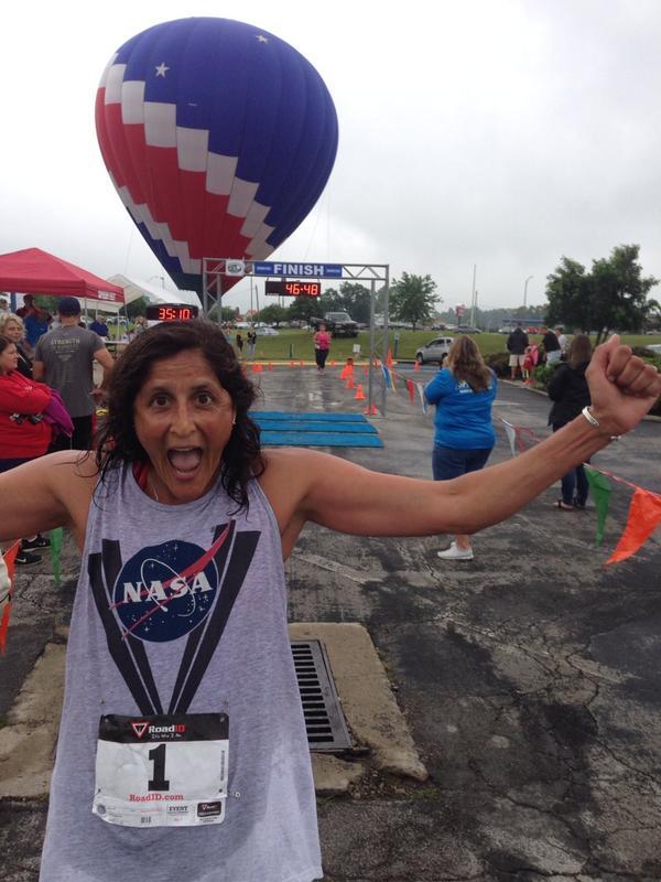 "Suni Williams finishing  the 10K ""Run to the moon"" in Wapakoneta, OH: Neil Armstrong's boyhood hometown. http://t.co/9JY7TwhRue"