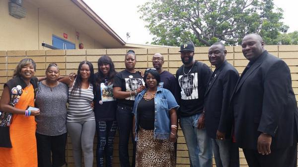 #Respect RT @SybrinaFulton: At Crenshaw High School...#weremembertrayvonmartin #westandwithLA http://t.co/9MpubzRJWH