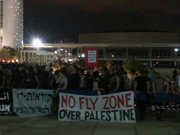 Right now: hundreds demonstrating in Tel Aviv against the massacre in Gaza #GazaUnderAttack #antifa972 http://t.co/5FM0TtUVYg