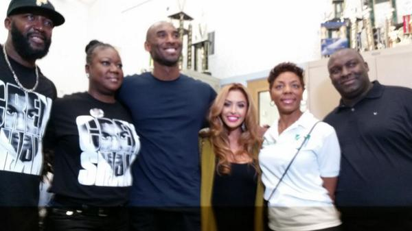 Trayvon Martin peace walk & talk w/@kobebryant...thanks for the support Kobe #weremembertrayvonmartin #westandwithLA http://t.co/cR05h1G1xo
