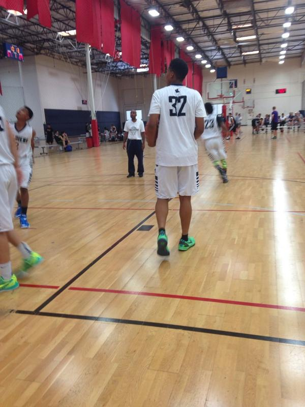 SoCal products @iramandoesit and Remy Martin here in the semis for @SoldiersBBall 16s #DPsummer #ASICS http://t.co/SZEnYwkWWs