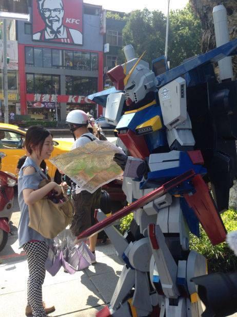 【悲報】ダブルゼータガンダム、台湾の道端で道に迷ってる模様  pic.twitter.com/30DLlI0gYV