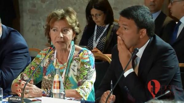 .@NeelieKroesEU con @matteorenzi a #digitalvenice in diretta: https://t.co/6yFtZ2q1gC http://t.co/fp0T8yR3Bq
